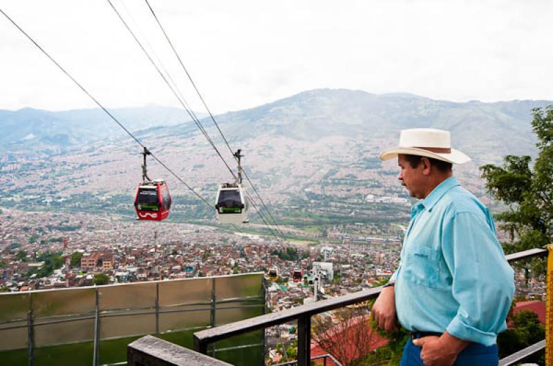 Metrocable, Barrio Santo Domingo, Medellin, Antioq...