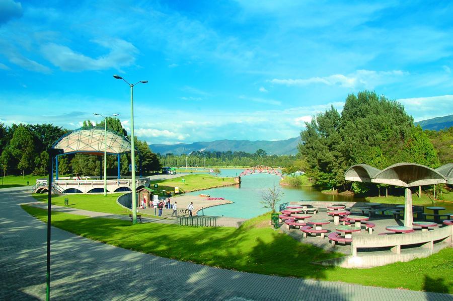 Lago del Parque Metropolitano Simon Bolivar en Bog...