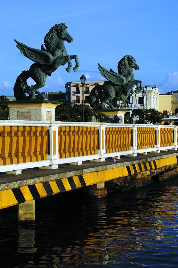 """Monumento """"Los Pegasos"""" en Cartagena, Bolivar, Col..."""