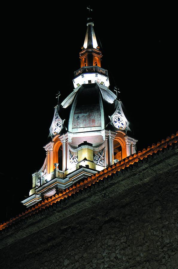 Imagen nocturna de la Torre de la Catedral de Cart...
