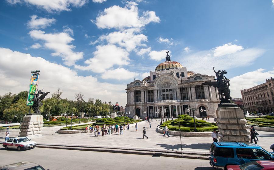 Detalle de la cupula del Palacio de Bellas Artes e...