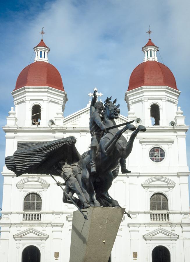 Iglesia y Monumento a Simon Bolivar, Rionegro, Ori...
